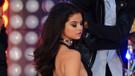 Selena Gomez'den dekolte şov