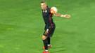 Top Podolski'nin eline çarptı! Olay pozisyon