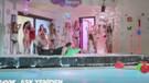 Fatih'in etrafını bikinili kızlar sardı