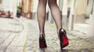 Sevgililer Gününde seksi olmak için yüksek topuklu ayakkabı yeter