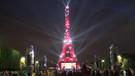 Eyfel Kulesi kırmızı-beyaza büründü