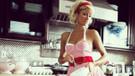Süper mini elbisesiyle Şef Paris Hilton