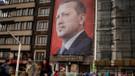 Hollanda kamu düzeni için Erdoğan posterini indirdi