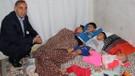 Suriyeli aileyi ziyaret eden Gürsel Tekin'e ayakkabı tepkisi