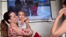 Annesinin ikiziyle tanışan bebeğin şaşkın halleri