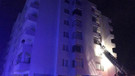 Apartmanda çıkan yangında 20 kişi dumandan etkilendi