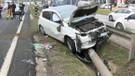 E-5'te kaza! Okula giderken bariyere daldı aracında sıkıştı