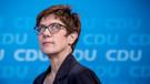 Merkel'in yerine seçilen Annegret Kramp-Karrenbauer kimdir?
