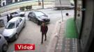 Genç kızı adım adım takip eden şahıs kamerada