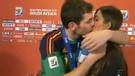 Canlı yayın sırasında zorla öpülen 10 spiker
