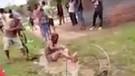 Yerliler turistin boynuna ip bağlayıp, linç etti