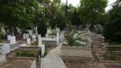 Geceleri mezarlıkta ağlayan gizemli genç kızın sırrı ne?