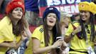 Polonya ve Kolombiya tribünleri rengarenk