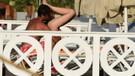 Şarkıcı Tan Taşçı ve bikinili sevgilisinin ilginç hareketleri
