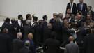 Yeni dönemin ilk Meclis kavgası: AKP'liler kürsüde HDP'li Ahmet Şık'ın üzerine yürüdü