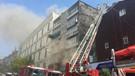 Fatih'te korkutan yangın nedeniyle cadde trafiğe kapatıldı