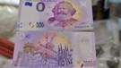 0 euro'luk Karl Marx banknotları peynir ekmek gibi kapışılıyor