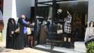 Lüks mağazaların kapısında turistler kuyruğa girdi