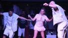 Merve Özbey mini eteğiyle büyüledi, Erik Dalı ile dans etti