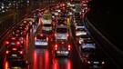 İstanbul'da yağan yağmur trafiği kilitledi