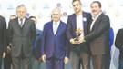 Binali Yıldırım'dan Akit gazetesine Aileyi Koruma ödülü