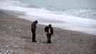 Fırtınanın ardından sahilde define taraması