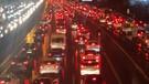 İş çıkışı yağan yağmur İstanbul trafiğini kilitledi