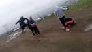 İki genç kızı dağa kaldırıp işkence yaptılar: Şok video