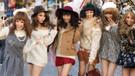 Japon kadınlara yüksek topukludan sonra gözlük yasağı