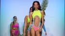 New York Moda Haftası'na damga vuran renkli plaj defilesinden kareler