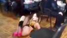 Kadın polis karakolda erkek polisler için striptiz gösterisi yaptı