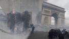 Paris'te sokaklar savaş alanına döndü! Dükkanlar yağmalandı