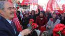 Yılmaz Büyükerşen'den Eskişehir Valiliği'ne karanfil tepkisi