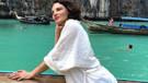 Şarkıcı Göksel'in yataktaki cesur tatil pozu sosyal medyayı salladı