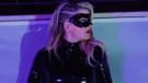En seksi hırsız: Ebru Keskin yeni şarkısının klibinde maskeli hırsız oldu