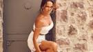 Hülya Avşar dekolteli beyaz mini elbisesiyle mest etti!
