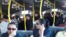 Metrobüste yer kavgası kamerada! Ortalığı birbirine kattılar