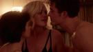 Netflix dizilerinde izleyenleri seksten soğutan sevişme sahneleri