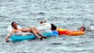 Antalya'da nemden bunalan denize koştu