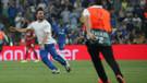 Liverpool Chelsea maçında Deli mi ne adlı Türk Youtuber sahaya girdi