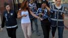 Hırsızlıktan yakalanan genç kadınlar gülüp şakalaştı: Ünlü olacağım..