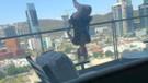 Balkonda yoga yaparken 24 metre yüksekten yere  çakıldı!