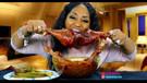 Yemek yiyerek 1 milyon dolardan fazla kazanıyor!