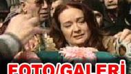 Müjde Ar annesine ağladı!!! Aysel Gürel son yolculuğuna uğurlandı!!!