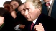 Atatürk hakkında çirkin iddia!!! Kapı önünde provokasyon CD'si iddiası ortalığı karıştırdı