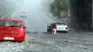 İstanbul'da sağanak yağış hayatı felç etti!