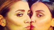 İki manken Selda ve Ebru dudak dudağa!