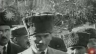 Yaşa Mustafa Kemal Paşa yaşa, adın yazılacak mücevher taşa...