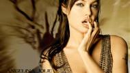 Angelina Jolie'nin o dövmesinin sırrı çözüldü!