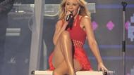Kylie Minogue kırmızı elbisesiyle yürek hoplattı!